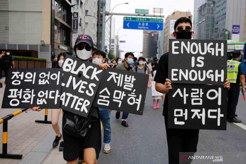 2020-06-06T094423Z_1372707713_RC2L3H9MXVLX_RTRMADP_3_MINNEAPOLIS-POLICE-PROTESTS-SOUTHKOREA.jpg