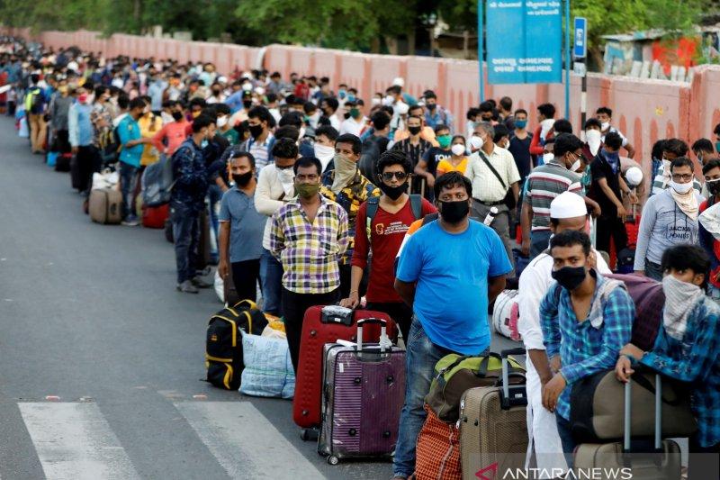antarafoto-india-migrantworkers-easedlockdown-19062020.jpg