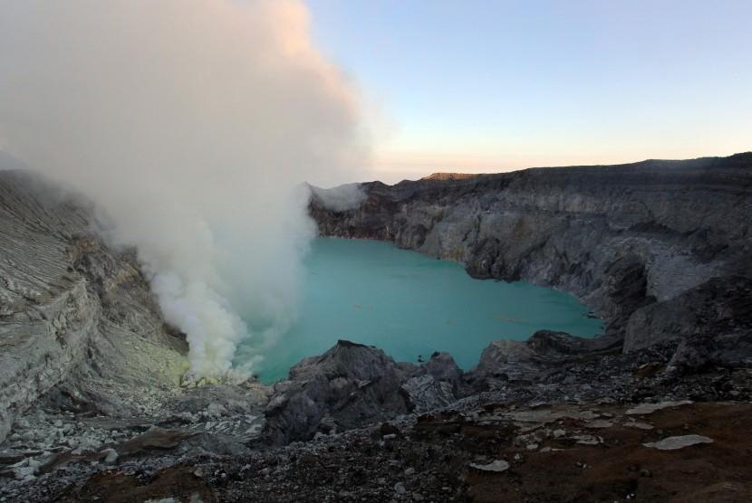panorama-kawah-ijen-di-banyuwangi-jawa-timur-minggu-16-4-_170416203657-993.jpg