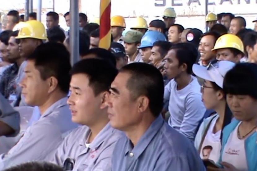 tenaga-kerja-asing-tka-asal-china-bekerja-di-pertambangan_200503185355-102.jpg
