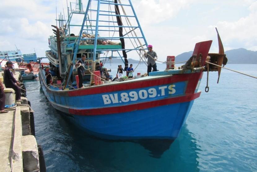badan-keamanan-laut-bakamla-mengamankan-satu-kapal-ilegal-asal-_190702082108-189.jpg
