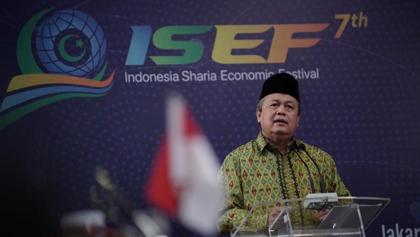 gubernur-bank-indonesia-perry-warjiyo-memberikan-sambutan-dalam-kick_200807130657-714.jpg