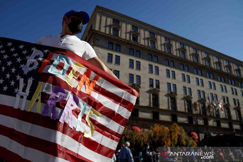 2020-11-09T002719Z_2003977944_RC2AZJ9XHCTV_RTRMADP_3_USA-ELECTION-WASHINGTON.jpg