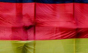 bendera-jerman-dibentangkan-jerman-akan-memiliki-undang-undang-yang-melarang-_191218223653-529.jpg