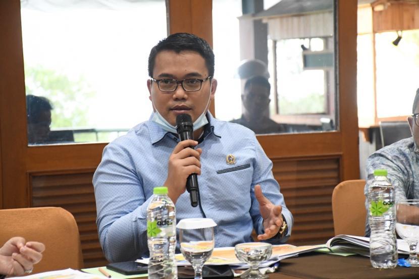 ketua-dpc-partai-demokrat-kabupaten-pangandaran-yosa-octora-santono_201120202603-510.jpeg