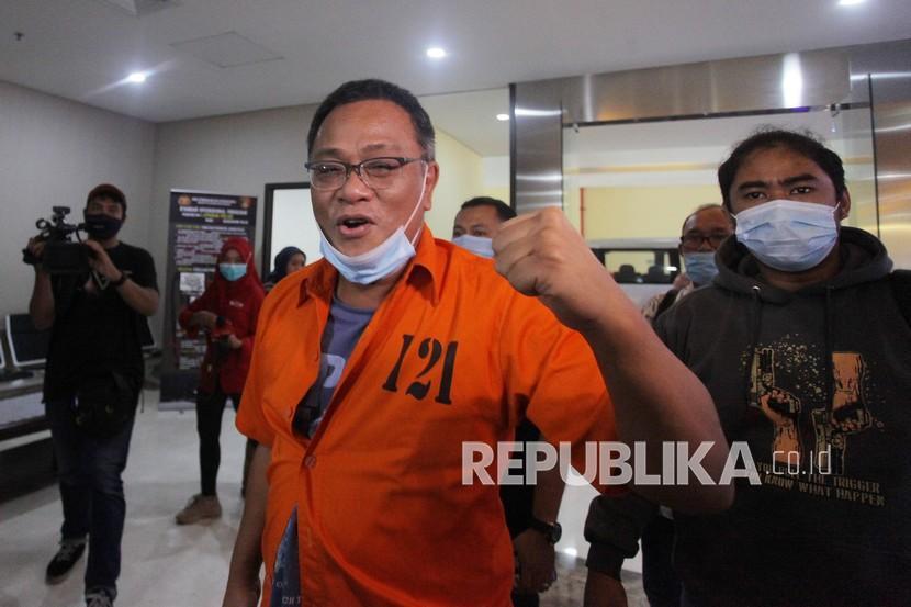 tersangka-petinggi-komite-eksekutif-koalisi-aksi-menyelamatkan-indonesia-kami_201016123431-131.jpg