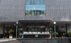 GEDUNG DPRD JAKARTA DITUTUP 5 HARI